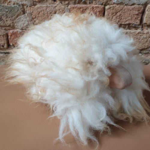MiniSchaf Farbe weiß mit braunen Strähnen – Dekoobjekt, Kuscheltier, Kinderzimmerschmuck – 106159
